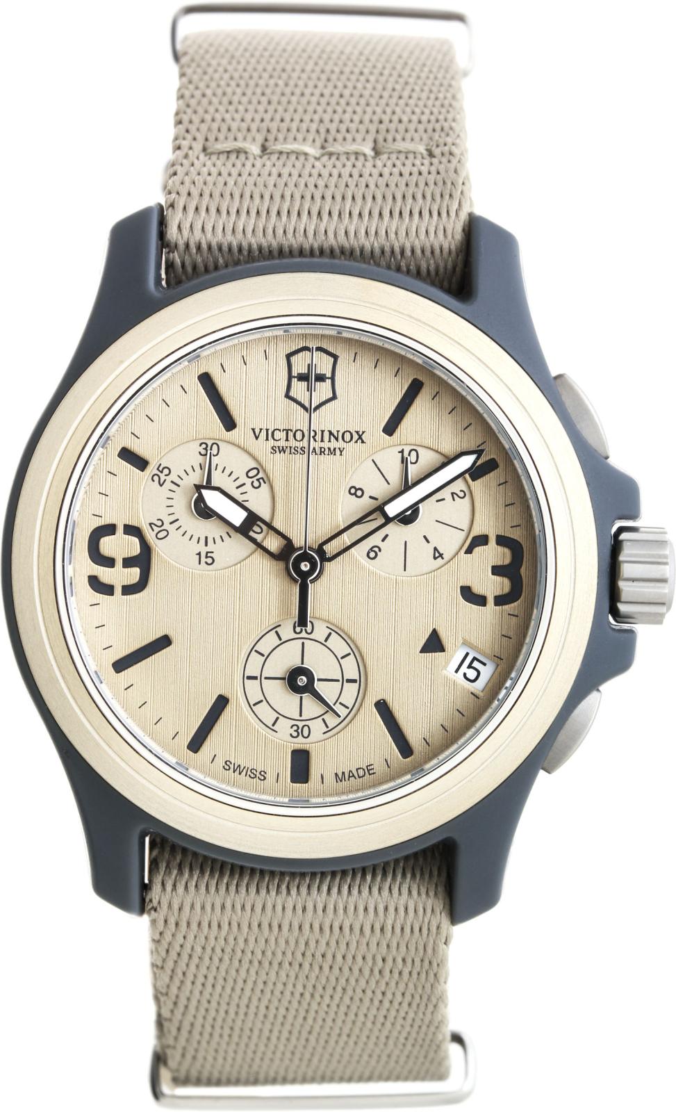 Victorinox Original 241533Наручные часы<br>Швейцарские часы Victorinox Original 241533Представленная модель входит в коллекцию Original. Это мужские часы. Материал корпуса часов — нейлоновое волокно. В этой модели стоит минеральное стекло. Часы выдерживают давление на глубине 100 м. Цвет циферблата - болотный. Циферблат часов содержит  часы, минуты, секунды. В этих часах используются такие усложнения как дата, хронограф. Корпус часов в диаметре 40мм.<br><br>Для кого?: Мужские<br>Страна-производитель: Швейцария<br>Механизм: Кварцевый<br>Материал корпуса: Нейлоновое волокно<br>Материал ремня/браслета: Текстиль<br>Водозащита, диапазон: 100 - 150 м<br>Стекло: Минеральное<br>Толщина корпуса: None<br>Стиль: Спорт
