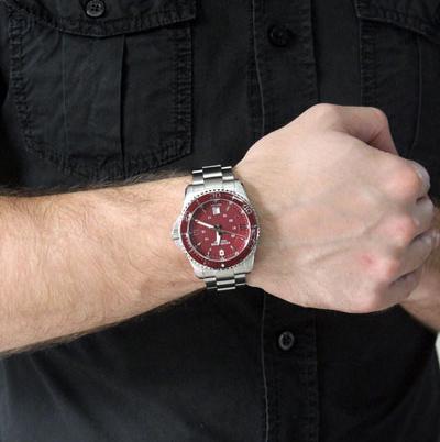 Victorinox Victorinox 241604Наручные часы<br>Швейцарские часы Victorinox Victorinox 241604<br><br>Для кого?: Мужские<br>Страна-производитель: Швейцария<br>Механизм: Кварцевый<br>Материал корпуса: Сталь<br>Материал ремня/браслета: Сталь<br>Водозащита, диапазон: 100 - 150 м<br>Стекло: Сапфировое<br>Толщина корпуса: 12 мм<br>Стиль: Классика