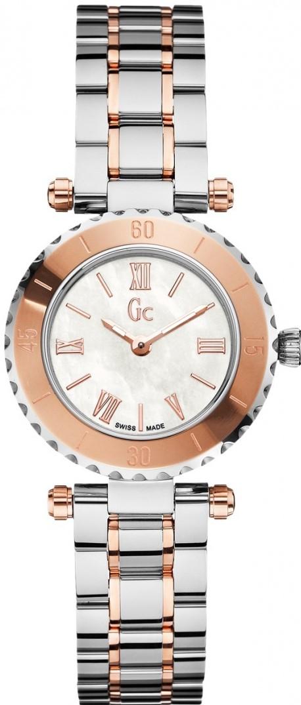 Gc Mini Chic  X70027L1SНаручные часы<br>Швейцарские часы Gc Mini Chic X70027L1SДанная модель &amp;mdash; яркий представитель коллекции Mini Chic . Это настоящие женские часы. Материал корпуса часов &amp;mdash; сталь+золото. В этой модели стоит сапфировое стекло. Водозащита - 100 м. Диаметр корпуса часов составляет 28мм.<br><br>Пол: Женские<br>Страна-производитель: Швейцария<br>Механизм: Кварцевый<br>Материал корпуса: Сталь+Золото<br>Материал ремня/браслета: Сталь+Золото<br>Водозащита, диапазон: 100 - 150 м<br>Стекло: Сапфировое<br>Толщина корпуса: None<br>Стиль: None