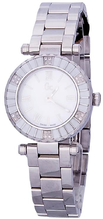 Gc Mini Chic  X70119L1SНаручные часы<br>Швейцарские часы Gc Mini Chic X70119L1SДанная модель &amp;mdash; яркий представитель коллекции Mini Chic . Это модные женские часы. Материал корпуса часов &amp;mdash; сталь. Циферблат часов защищает сапфировое стекло. Водозащита этой модели 100 м. Циферблат содержит часы, минуты, секунды. В этой модели используются такие усложнения как . Часы обладают корпусом 28мм. Данная модель украшена бриллиантами.<br><br>Пол: Женские<br>Страна-производитель: Швейцария<br>Механизм: Кварцевый<br>Материал корпуса: Сталь<br>Материал ремня/браслета: Сталь<br>Водозащита, диапазон: 100 - 150 м<br>Стекло: Сапфировое<br>Толщина корпуса: 8<br>Стиль: Классика